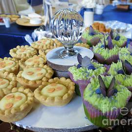 Delicious Little Cakes by Kathryn Jones