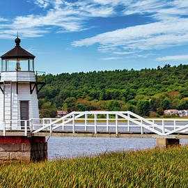 Doubling Point Lighthouse 1 by Jerry Fornarotto