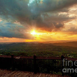 East River Mountain Overlook by Laurinda Bowling