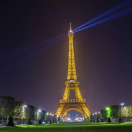 Eiffel tower by Cosmin Stan