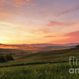 First lights on Val d'Orcia by Yuri San