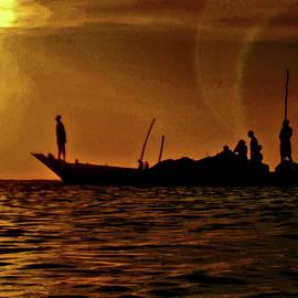 Fishermen. Golden sunset. by Andy i Za