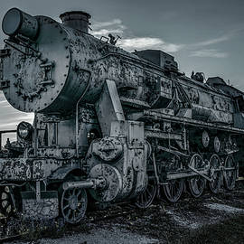 Forgotten steam train by Jaroslaw Blaminsky