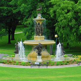 Fountain in Bushnell Park1 by Emmy Marie Vickers