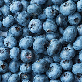 Fresh Blueberries by Damian Pawlos