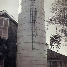 Front View Of Upland Silo by Karen Silvestri