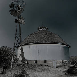 Fulton County Museum Round Barn, Indiana by Steve Gass