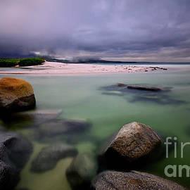 Green Lagoon, Binalong Bay by Imi Koetz