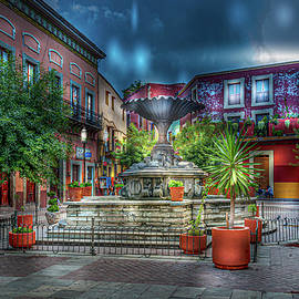 Guanajuato Plaza by Barry Weiss