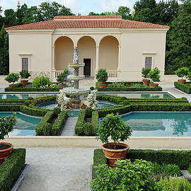 Hamilton Gardens by Sally Weigand