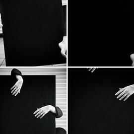Hand #19047 by Andrey Godyaykin