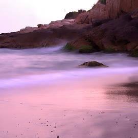 Hidden Pink Beach by ParaKrytous P