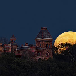 Hunters Moonrise By Olana Mansion by Susan Candelario