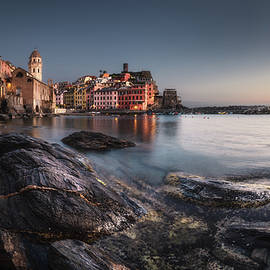In the evening in Vernazza by Giovanni Laudicina