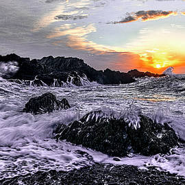 Incoming Tide at Cobble Beach QHSP by Marty Saccone