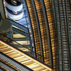 Inducing vertigo by Murray Rudd