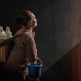 Javanese lady selling traditional herb drinks by Anges Van der Logt