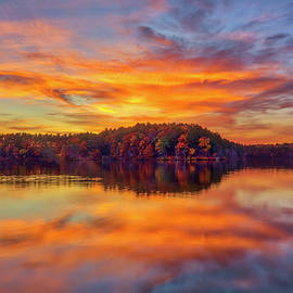 Lake Cochituate State Park by Juergen Roth