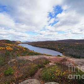 Lake of the Clouds Late Autumn by Rachel Cohen