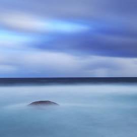 Little, round Rock by Angelika Vogel