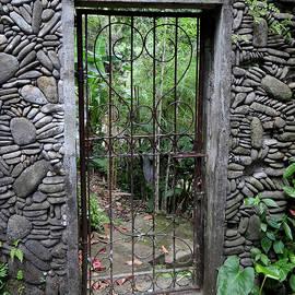 Love Gate by Ellanita Arlee