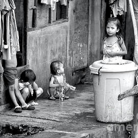 Manila Children by Michael Martin