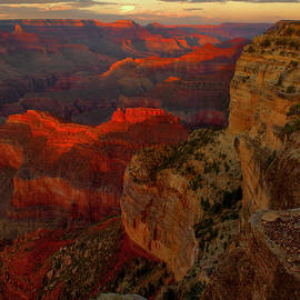 Mather Point Sunset by Stephen  Vecchiotti