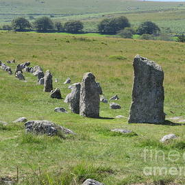Merrivale Stone Row - Northern Avenue by Lesley Evered