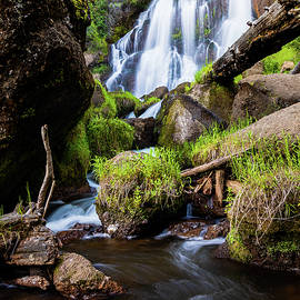 Mill Creek Falls by Mike Lee