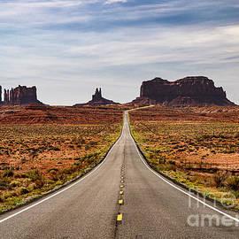 Monument Valley Utah by Wayne Moran
