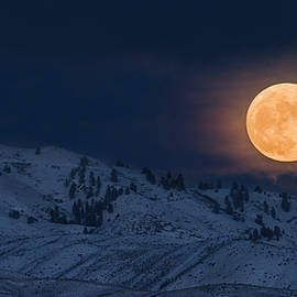 Moon rise over Boise hills by Vishwanath Bhat