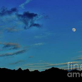 Moon Rise Wai'anae Valley by Craig Wood