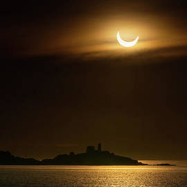 Nubble and the Partial Eclipse by Scott Thorp