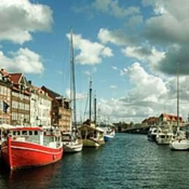 Nyhavn by Rob Hemphill