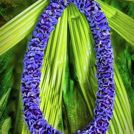 Ola'a Beauty Lei by Heidi Fickinger