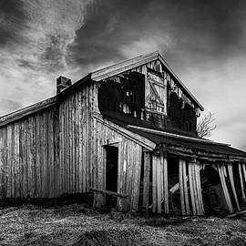 Old Norwegian Barn by Dave Bowman