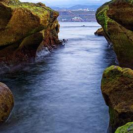 One-way cricket ravine ... El Confital beach by Lorenzo Acosta Padron