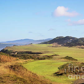 Pacific Dunes 13th Hole by Scott Pellegrin