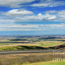Pendleton ValleyFrom Cabbage Hill by Robert Bales
