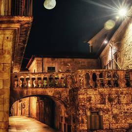 Pentevedra Arco Peregrina by Micah Offman