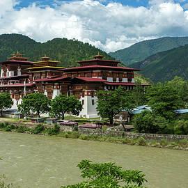 Punakha Dzong by Travelling Fatman