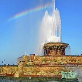 Rainbow and Buckingham Fountain in Chicago, Illinois by Lyuba Filatova