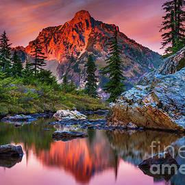 Rampart Lakes Tarn by Inge Johnsson