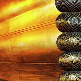 Reclining Buddha Thailand by Bob Christopher