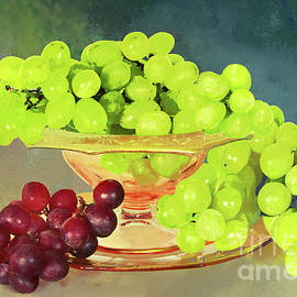 Red and Green Grape Still Life by Regina Geoghan
