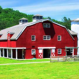Red Barn by Rick Davis