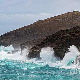 Rough Seas from Hurricane Lane  at Entrance to Hanauma Bay by Phillip Espinasse