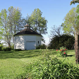 Round Barn 17, Bloomingdale, Indiana by Steve Gass