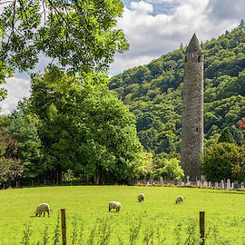 Round Tower Glendalough by Rob Hemphill