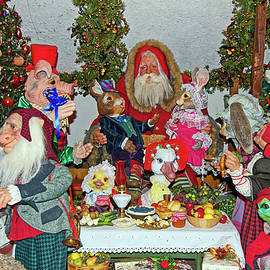 Santa Claus and Animal Friends by Sally Weigand